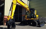 SGX15 grapple fitted on quick hitch to a JCB JS160